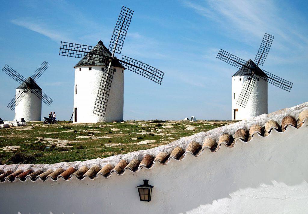 Molinos en La Mancha, España. foto en venta en Internet