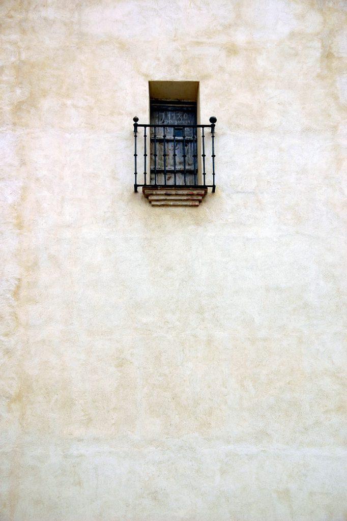 Balcón en muro de venta en Internet